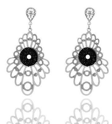 Brinco feminino glamour flores folheado a prata e brilho negro