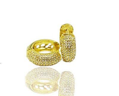 Brinco argola cravejado com microzirconias folheado a Ouro 18k