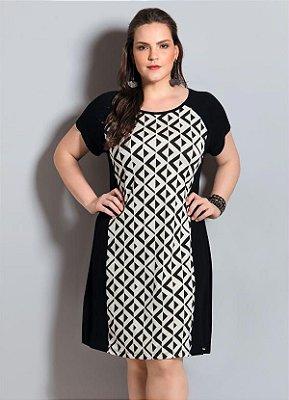 Vestido Geométrico Preto e Branco Plus Size