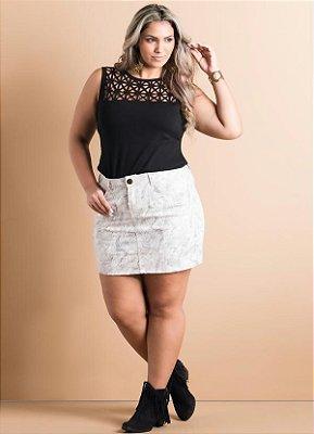 Blusa com Vazado Frontal Preta Plus Size