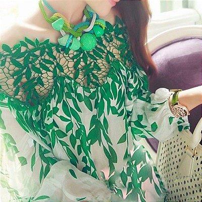 Blusa Estampa e Renda Verde