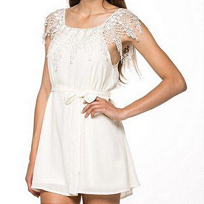 Vestido Off White com Renda nos Ombros
