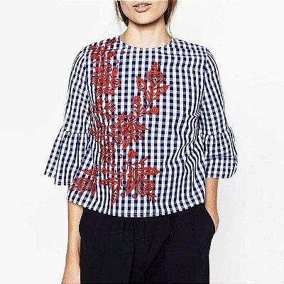 Blusa Quadriculada Azul com Bordado Vermelho