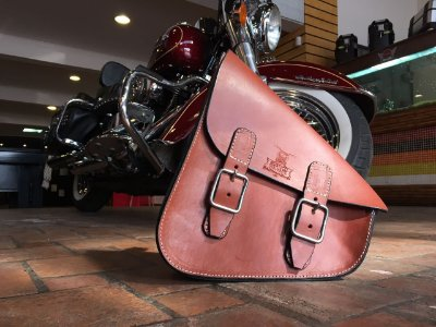 Bolsa lateral Solo bag padrão M1 para linha Softail em couro