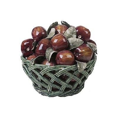 Cesta de cerâmica vazada com maçãs