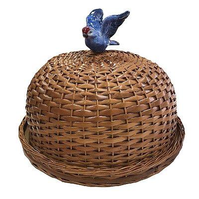 Boleira de vime com pássaro azul
