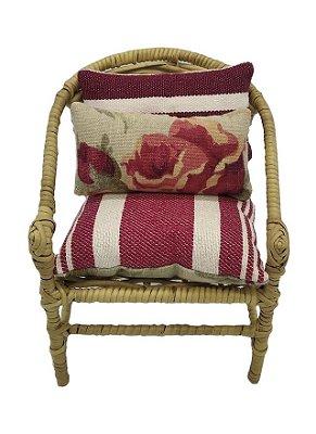 Mini cadeira decorativa em junco flores e listras vermelhas