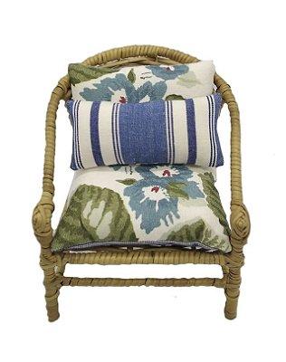 Mini cadeira decorativa em junco flores e listras azuis