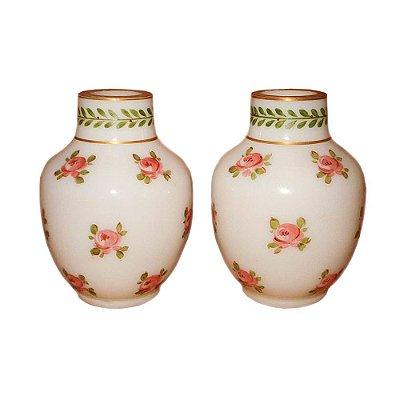 Par de vasinhos opalina Baccarat com flores