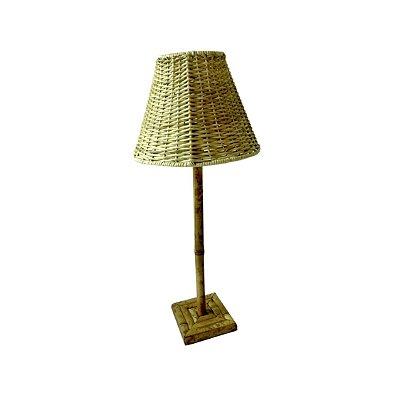 Abajur de Bambu com cúpula de rattan