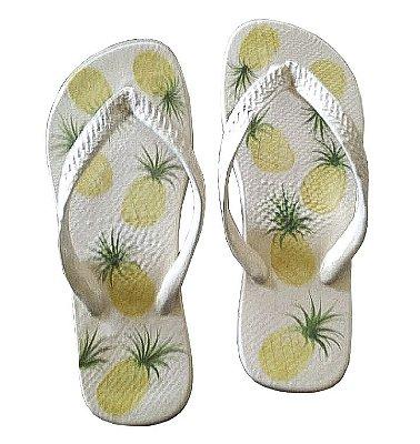 Par de chinelos abacaxi