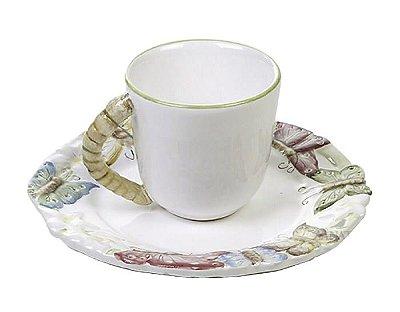 Xícara de café borboleta relevo