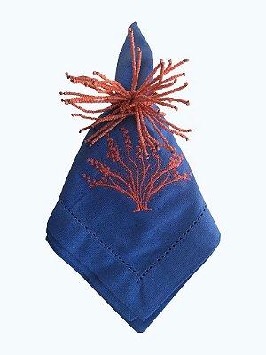 Guardanapo Azul Bordado com Coral 45x45