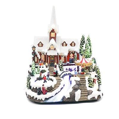 Igreja com carrossel e esquiador