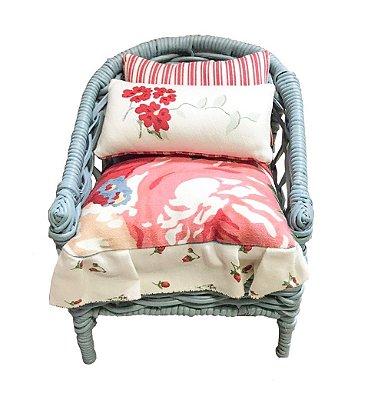 Mini cadeira decorativa em junco azul claro