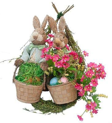 Guirlanda de páscoa G com 2 coelhos e flores rosa