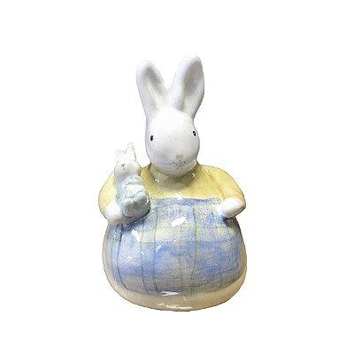 Mini coelha com filhote e avental azul Zanatta Casa