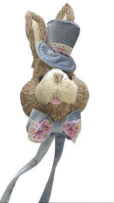 Cabeça de coelho com cartola em palha