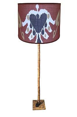 Abajur de piso de bambu com cúpula de ikat