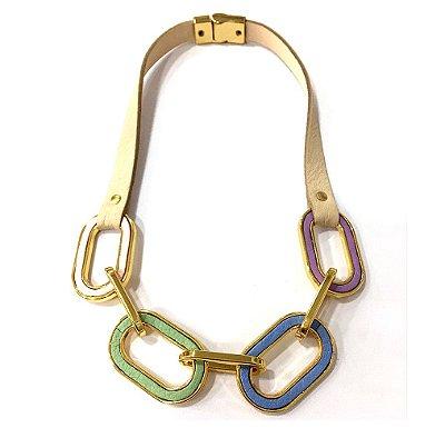 Colar Armazem RR Bijoux couro elos coloridos dourado