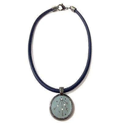Colar Armazem RR Bijoux couro estrela com cristais azul marinho