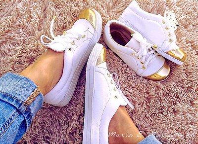 Tênis Branco Biqueira Dourada