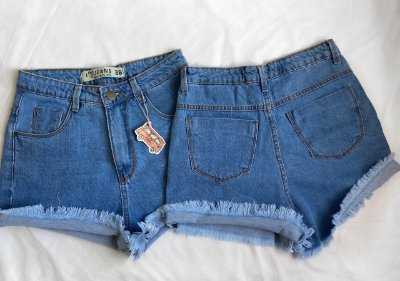 Short mom jeans  barra desfiada azul jeans retrô