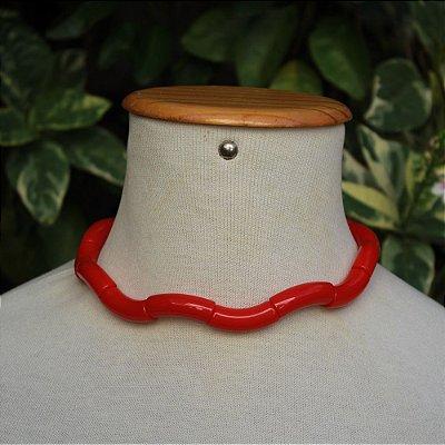 Colar tubo vermelho