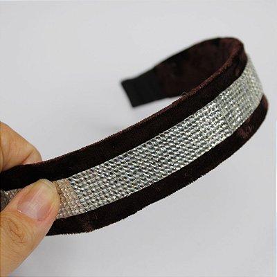 Tiara de veludo com aplique de cristais