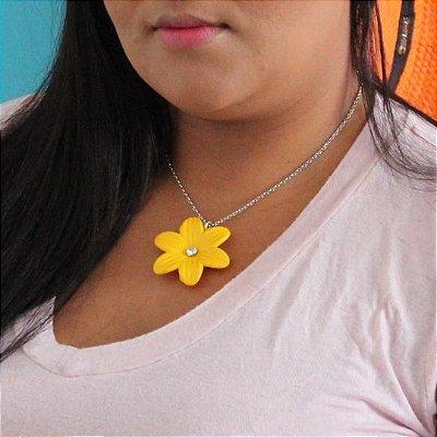 Colar flor resina amarelo