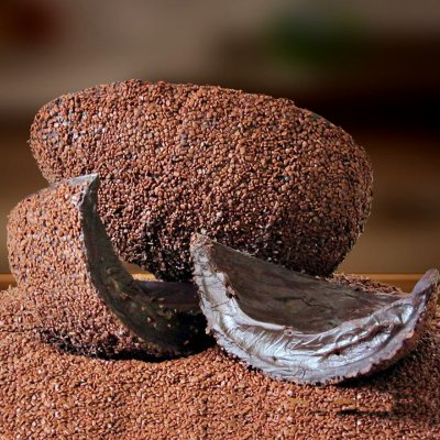 Ovos de Chocolate recheado com Brigadeiro Cremoso Coberto com Split de Chocolate Belga