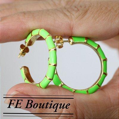 Brincos de Argolas Esmaltadas Verde Neon
