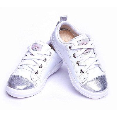Sneaker 100% Couro. Branco e Prata.