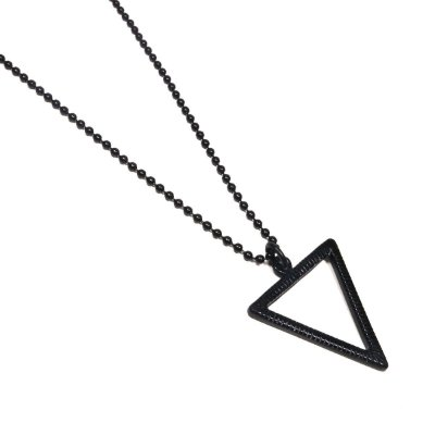 Colar Masculino Longo Triângulo Negro