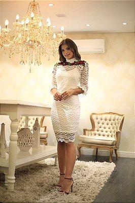 Vestido Branco em Renda e Bordado Vermelho em Flor