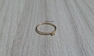 Argola com 1 pedra zircônia - Ouro amarelo 18K