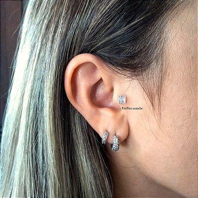Piercing para Tragus/Orelha em Prata 950 (pingente) e haste e bolinha em aço cirurgico - pedra quadrada de 5mm + flanela polidora