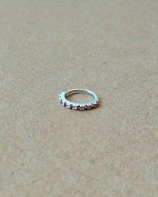 Argola cravejada com pedras na cor rosa - em prata 925