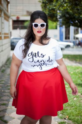 T-shirt Girls Can do Anything bordada - Plus Size