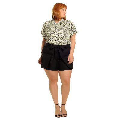 Camisa plus size com coração de oncinha verde cítrico