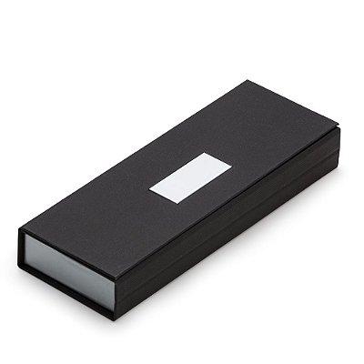Estojo para duas canetas, material de cartonagem com placa central. Código SK BOX98