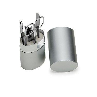 Kit manicure 5 peças em estojo oval de alumínio. Possui lixa, tesoura. Código SK 3859