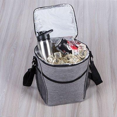 Bolsa térmica 12 litros de material poliéster com detalhes em nylon.