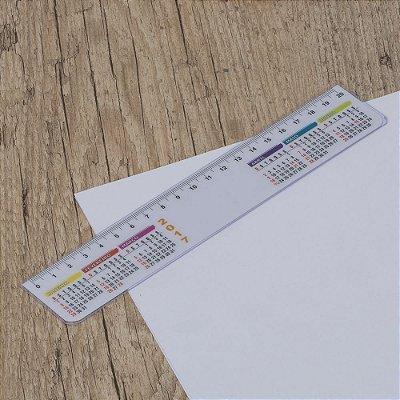 Régua plástica de 20cm com calendário. Cód. SK13040