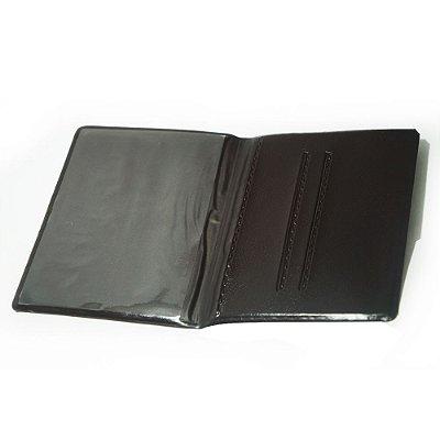 Carteira porta documento em couro sintético.