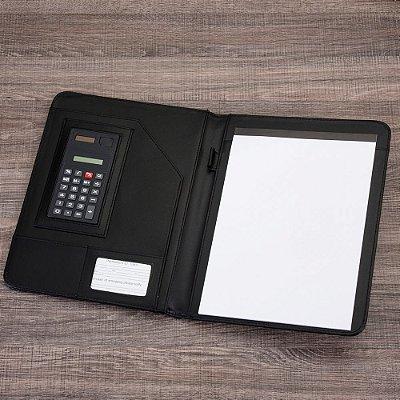 Pasta convenção de couro sintético, possui calculadora. Cód.SK10108