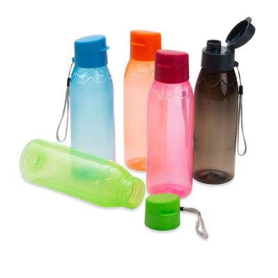 Garrafa plástica 700ml livre de BPA. Acompanha alça de nylon. SK18556