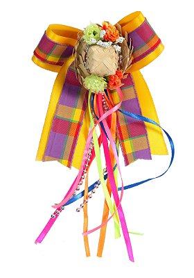 Laço junino BANDEIRINHA: amarelo com sobrelaço xadrez e chapéu de palha e tic tac  - Festa Junina
