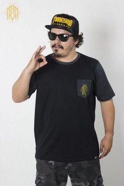 Camiseta MMMV com Bolso