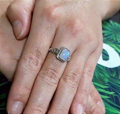 Anel Indiano Prata 925  com Gema Natural Pedra da Lua (FEITO A MÃO).